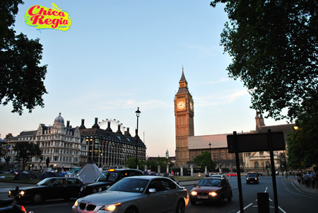Big Ben y London Eye a los lejos