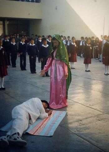 Candy de 10 años como la Virgen de Guadalupe